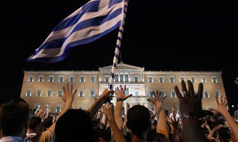 Banks demand incentives to back Greek bailout