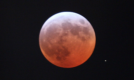 Astronomy fans await total lunar eclipse