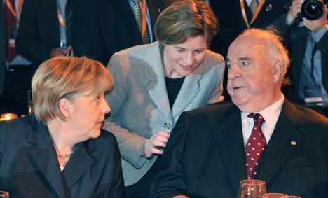 Kohl says Merkel is 'ruining' Europe