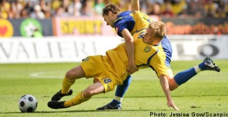 Swedish star Larsson in Premiership switch