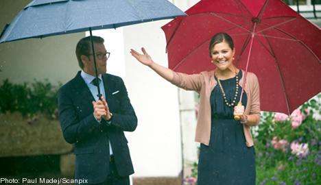 Royal revellers brave birthday downpour