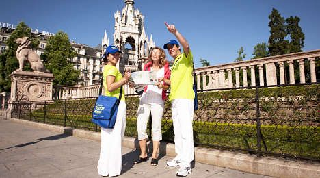 'Angels' welcome holidaymakers to Geneva