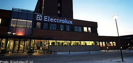 Electrolux reports steep earnings drop