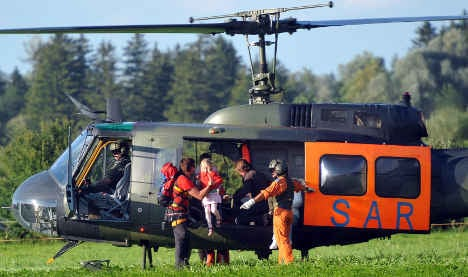Investigation seeks reason behind cable car-paraglider snarl-up