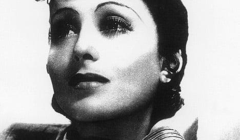 Local reader helps film legend Luise Rainer get spot on 'Boulevard of Stars'