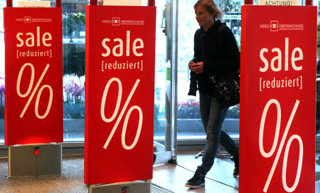 Unemployment, retail sales hold steady as economy slows