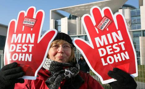 Merkel to push for minimum wage