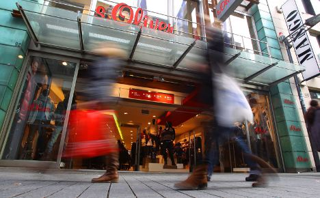 Consumers bolster solid Q3 growth