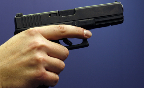 Robber beats retreat after children offer savings