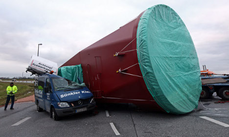 Truck drops 146-tonne crane on road