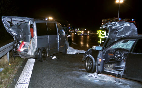 Autobahn crash kills one, injures three