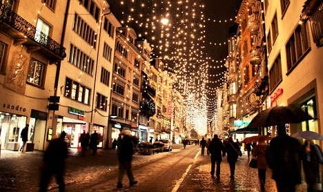 Swiss set to shop abroad for Christmas gifts
