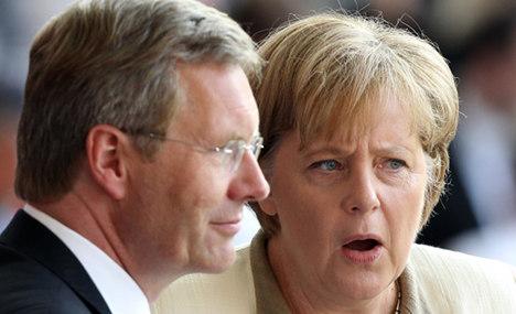 Merkel backs embattled President Wulff