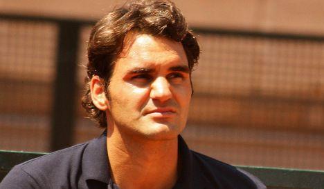 Federer's wonder lob downs Karlovic