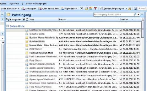 Email 'snowball' creates Bundestag chaos