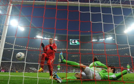 Bayern cling to Liga lead on goal difference