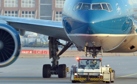 Frankfurt Airport workers halt strike for talks