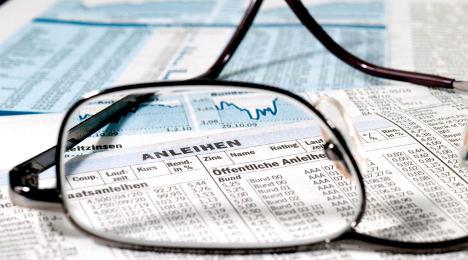 Stingy banks prod firms to tap bond market