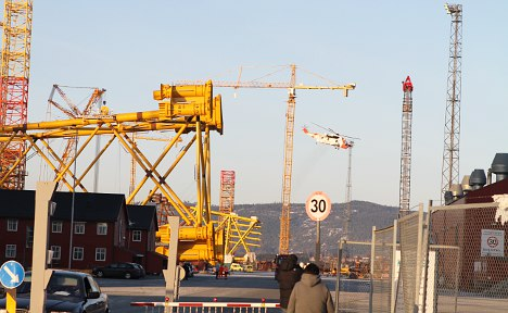 Three seriously injured after crane snaps