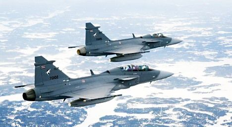 Saab to cut jet fighter price for Swiss: report