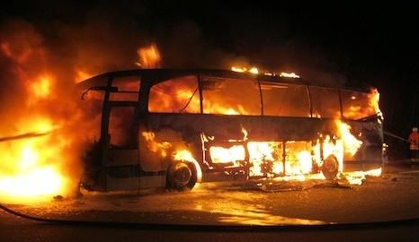 Teens escape autobahn bus blaze