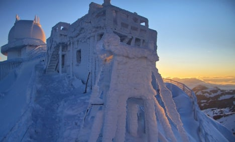 Freeze deepens to minus 20 Celsius and snow