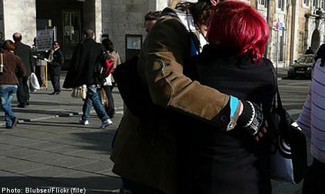 'Hugging' thieves baffle Stockholm police