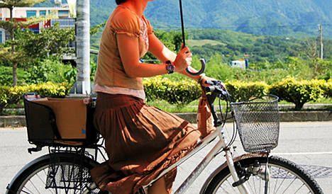 Skirt-wearing cyclists beware: women warned