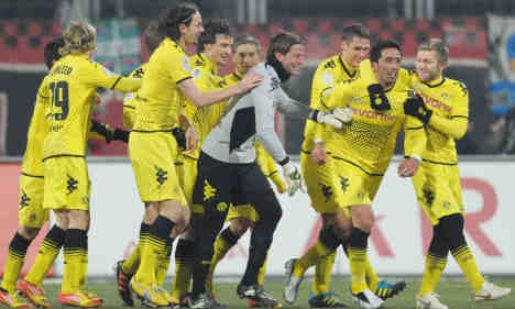 Dortmund top table after win at chilly Nuremberg