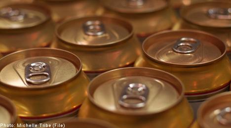 Whiplash-injured Swede loads crates of drink