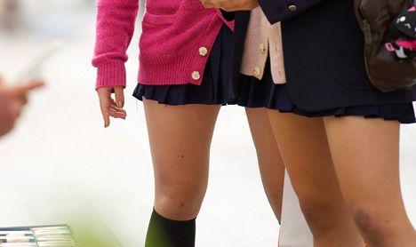 Schoolgirls launch skirt-wearing campaign