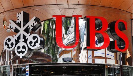 Swiss bank giant UBS slashes staff bonuses