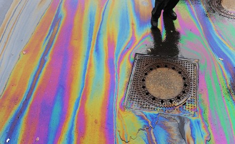 Commuter leaves 13-kilometre oil leak