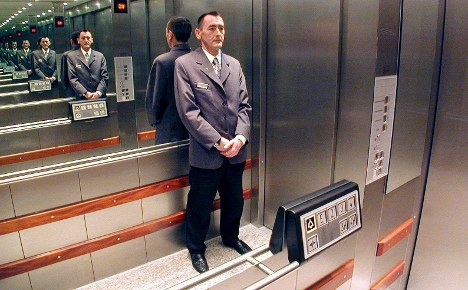 Lift mechanic crushed after wrong decision