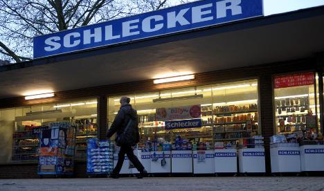 Schlecker tells staff who will lose jobs, starts sale