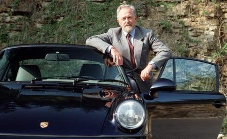 Designer of iconic Porsche 911 dies
