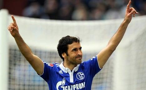 Star striker Raul rekindles Schalke's fire