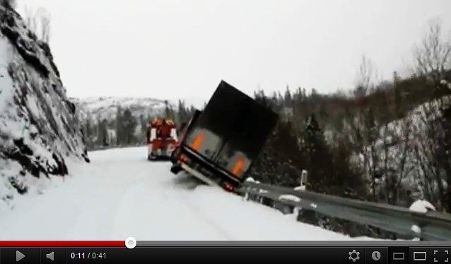Tow truck driver makes amazing escape