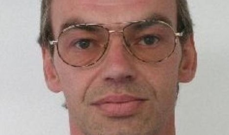 Police hunt sex offender who 'walked out of clinic'