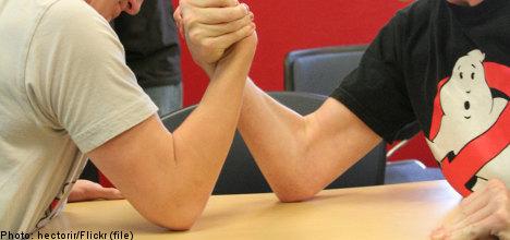 Teen goes berserk after arm wrestling loss