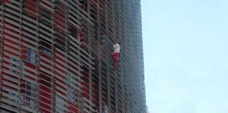'Spiderman' to scale Paris's tallest building