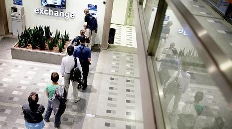 Bank tells customer: We don't take cash anymore