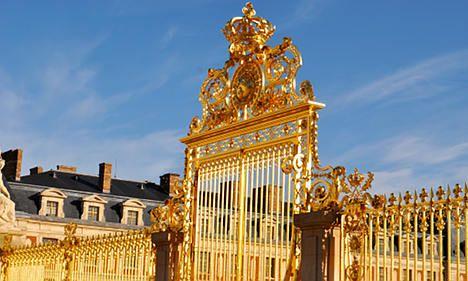 Wedding crasher at Versailles Palace