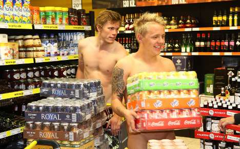 Supermarket scores with nudist gimmick