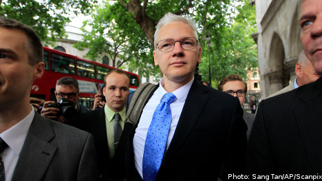 Assange moves to reopen extradition appeal