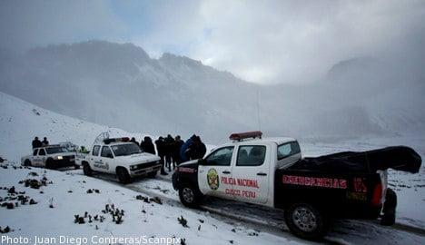Snow and fog hamper Peru chopper search
