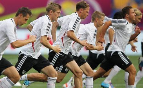 Germans take on the desperate Dutch