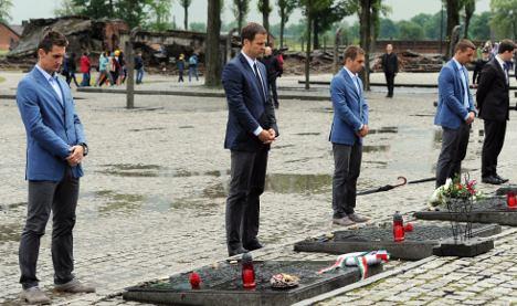 German team hits back at Auschwitz visit criticism