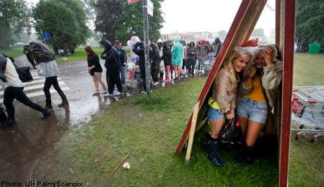 17 injured as lightning strikes Peace & Love