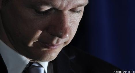 Assange faced tough choice: lawyer